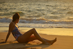 Waiting for the sun to set (radargeek) Tags: mokapubeachpark hawaii beach sunset maui isleofmaui island may 2017 waves sand macarena