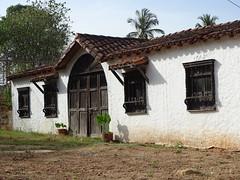 Tradición de Colombia (ingmanueljerez) Tags: casa estilo antiguo paredes tapia barro techo tejas puertas madera