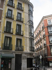 Calle Horteleza, 73 Chueca (d.kevan) Tags: chueca spain madrid callehorteleza corners businesses shops windows glassedinbalconies signs colouredhouses streetlamps balconies doors decorativedetails