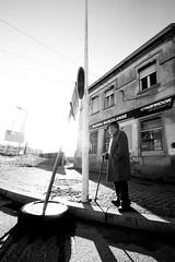 Num dia de sol / On a sunny day (Nuno's Photo Warehouse) Tags: 2018 nunofrocha portugal barcelos pb bndw bw pretobranco blackwhite bnw man homem