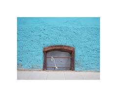 7100022 (ufuk tozelik) Tags: ufuktozelik window stripe wall building groundlevel loop texture sidewalk old paint blue