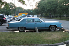 Blue As The Fading Summer Sky (Flint Foto Factory) Tags: chicago illinois urban city summer july 2018 north rogerspark leone beach park lakemichigan lake pm evening dusk 1222 wtouhyave touhy sheridan intersection 1978 1979 lincoln continental town car baby blue billyjoel still rock roll tome classic vintage american luxury auto automobile fullsize fomoco ford side profile chrome class wedgewood wedgewoodblue