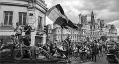 La victoire en chantant (kalzennyg) Tags: victoire cup football foot monde mundial kalzennyg hoteldeville paris france finale street rue liesse 15juillet2018