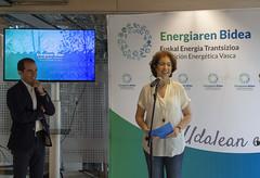 La alcaldesa de Durango, Aitziber Irigoras, presenta el acto junto a Iñigo Ansola, director general del EVE.