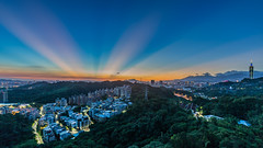 Glow like a Screen 霞缀屏兮成锦 (Sharleen Chao) Tags: cloudy afterglow sunset urban cityscape taipei101 101 taiwan taipei cloudfire skyline canon canoneos5dmarkiii 1635mm landscape nopeople horizontal 夕陽 台北 台北101 軍功山 longexposure 中埔山 anticrepuscularrays 霞光 反雲隙光 capitalcity night
