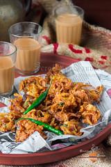 Peyanji, Kanda Bhaji (Rimli D) Tags: foodstyling foodblog foodphotography foodblogger foodpicture foodporn food fastfood streetfood comfortfood fried kolkatafood marathifood bengalifood bangladeshifood stilllife staples indianfood rusticfood moodyshot monsoon maharashtrianfood kandabhaji onionpakora fritters snack desikhana nikon iamnikon nikkor