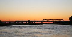 Zomeravondintercity (Maurits van den Toorn) Tags: trein train intercity ns deventer rivier river fluss ijssel brug bridge brücke pont evening sunset zonsondergang valavond schemering