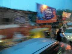 agra evening traffic (1) (kexi) Tags: india asia blurred evening traffic agra samsung wb690 february 2017 motion blue instantfave uttarpradesh road blur street frantic