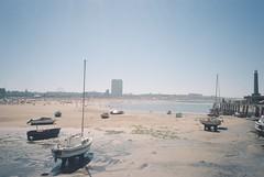 Margate (cranjam) Tags: ricoh gr1 gr1v film kodak portra160 uk margate kent england beach spiaggia mare sea lowtide bassamarea boats barche