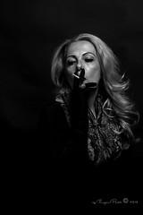Marlene Dietrich-302-2 (Adriana.Britto) Tags: ensaio retrato portrait foto photo fotografia photography loira blonde blond model mature blackwhite blackandwhite pb pbr pretoebranco people art