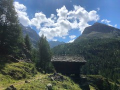 Aosta A027. (Joanbrebo) Tags: clouds nuages nubes nuvols paisatge paisaje landscape naturaleza natura nature mountains montagne montaña muntanya iphone365 iphonex italia valled'aosta lagodiplacemoulin
