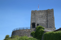 Clitheroe Castle (Tony Worrall) Tags: lancs lancashire city welovethenorth nw northwest update place location uk england north visit area attraction open stream tour country item greatbritain britain english british gb capture buy stock sell sale outside outdoors caught photo shoot shot picture captured clitheroecastle clitheroe castle ruins built keep tower medieval flag
