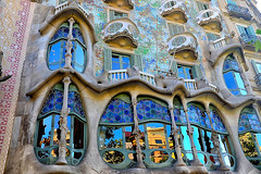 Casa Batlló - Afternoon (Fnikos) Tags: building architecture decor decoration column wall window balcony modernismo casabatlló gaudí barcelona daylight afternoon outdoor