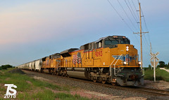 UP 9093 Leads SB Covered Hopper Iowa Falls, IA 6-29-18 (KansasScanner) Tags: iowa iowafalls ackley buckeye alden cn csx up ns bnsf iarr train railroad sunset