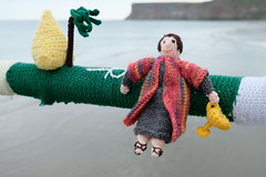 Joseph And His Coat Of Many Colours (Glass Horse 2017) Tags: saltburn huntcliff sys saltburnyarnstormers yarnbombing knitted crochet wool pier beach figures characters books ajollygoodread 2018 biblicalstory josephhiscoatofmanycolours goldencup joseph ankh palmtree