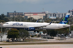 N956JT Airbus A321-231 KFLL 11-04-18 (MarkP51) Tags: n956jt airbus a321231 a321 jetblue b6 jbu fortlauderdale hollywood airport fll kfll airliner aircraft airplane plane image markp51 nikon d7100 sunshine sunny aviationphotography