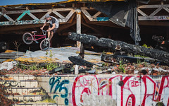 Maggi - Footjamwhip (MichaelBmxking) Tags: canon 2470mm 85mm 5dmk3 5dmkiii elinchrom elb 400 elb400 skyport hs flash berlin germany neukölln blub badeparadie swimming pool abandoned place ruin burned down grenzallee bmx maggi tricks outdoor outdoors concrete grafitti sports youth fun sun summer summertime jam jamming joy autumn bikes