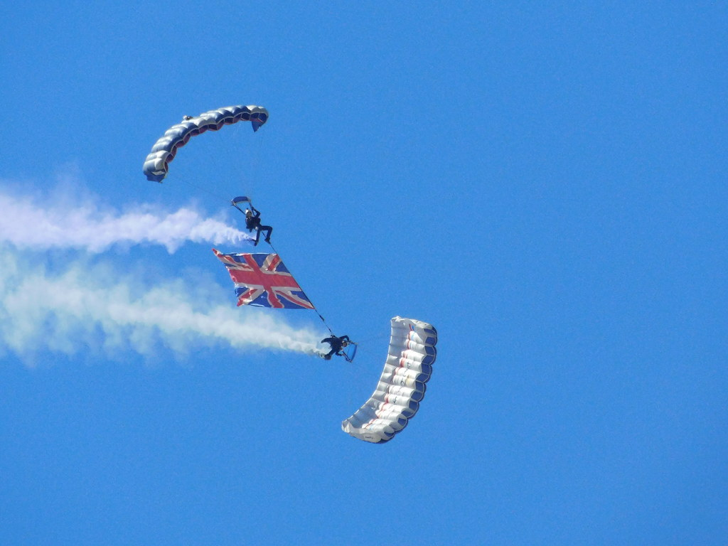 The World's Best Photos of parachute and regiment - Flickr