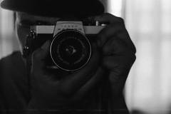 Carl Zeiss Jena Tessar. (35mm) | Ilford Pan 400. (samuel.musungayi) Tags: film argentique analog 35mm 24x36 135 pellicule pelicula negativo negative négatif scan photography photographie fotografia samuel musungayi samuelmusungayi light life black white blackandwhite noir blanc noiretblanc monochrome