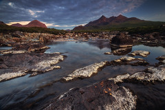 Scotland - Sligachan Alpenglow (030mm-photography) Tags: rot schottland scotland isleofskye sligachan blackcuillin mountains sonnenuntergang sunset landscape landschaft nature natur reise travel gebirge felsen rocks cliffs klippe mountain