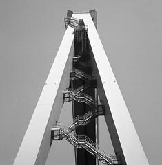 Kran (rotabaga) Tags: sverige sweden svartvitt göteborg gothenburg lomo lomography lubitel166 twinlens mediumformat mellanformat blackandwhite bw bwfp 120 6x6