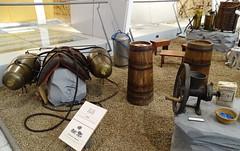 cubetas de vino y pulverizador o sulfatador elaboracion artesanal del vino Museo del vino Cariñena Zaragoza (Rafael Gomez - http://micamara.es) Tags: cubetas de vino y pulverizador o sulfatador elaboracion artesanal del museo cariñena zaragoza iceland