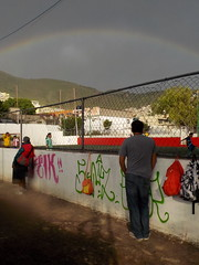 Futbol, arcoiris y lluvia. (Juan Antonio Xic Eseyosoyese) Tags: futbol en el barrio deportivo cancha arcoiris lluvia agustin aficionados mexico deporte soccer rapido mexicanos arsenal tlayacampa grafitti pinta
