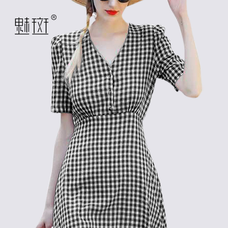 Charm, black and white V collar, short sleeved skirt, female summer 2018, new style of self-cultivation, long temperament, A word skirt dress.