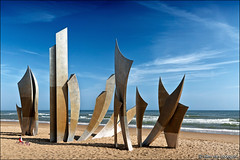 omaha beach (heavenuphere) Tags: omahabeach omaha beach bayeux calvados normandie normandy france europe monument sculpture anilorebanon anilore banon lesbraves braves battleofnormandy operationoverlord normandylandings worldwarii dday 6june1944 memorial landscape seascape englishchannel english channel lamanche view sea water 24105mm