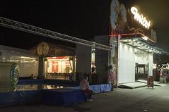 . (Le Cercle Rouge) Tags: paris france foiredutrône boisdevincennes pelousedereuilly darkness light 75012 humans shadows silhouettes luna lunapark