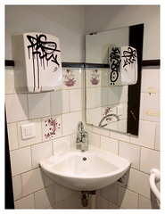 Vandalism (ngbrx) Tags: metz moselle grandest france frankreich waschbecken bathroom bad sink vandalism