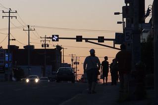 Piétons crépusculaires / Twilight pedestrians