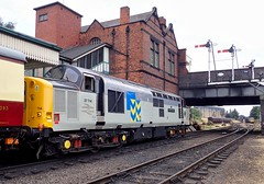 Great Central Railway Loughborough Leicestershire 26th July 2018 (loose_grip_99) Tags: greatcentral railway railroad rail gcr loughborough leicestershire eastmidlands england uk diesel engine locomotive class37 37714 secondman station footplate train preservation transportation trains railways july 2018 englishelectric d6724 37024