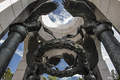 National World War II Memorial (Washington DC) (Andrea Moscato) Tags: andreamoscato america statiuniti usa unitedstates us view vivid vista sky cielo clouds nuvole blue white monument monumento history historic attraction memorial national parco park np light luce ombre shadow columns statue eagle