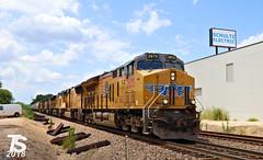 UP 2673 Leads NB Covered Hopper Kansas City, KS 7-15-18 (KansasScanner) Tags: bnsf up fxe mopac 1982 up1982 sd70mac kansascity kansas edwardsville bonnersprings loring train railroad railfanning railfan