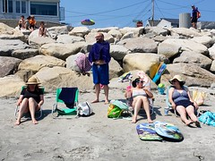 At Higgins Beach (Joe Shlabotnik) Tags: gabriella carolina higginsbeach sue markt margaret katem beach dylans galaxys9 cameraphone everett july2018 2018 maine