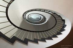 Schnecke (Frank Guschmann) Tags: treppe treppenhaus staircase stairwell escaliers stairs stufen steps architektur frankguschmann nikond500 d500 nikon