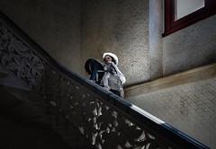 Huckepack (Toledo 22) Tags: portugal sintra paláciodemonserrate stairway carrier escaleras nikon stairwell kind trepppe light trage licht stairs treppenhaus