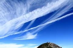 天真的好藍 , 雲好美 .