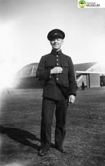 tm_4789 - Malmslätt, Östergötland 1942 (Tidaholms Museum) Tags: svartvit positiv soldat 1942 malmslätt östergötland militäruniform