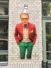 Man on the Wall (Sockenhummel) Tags: wand wall werbung advertisement mann figur hackescherhof berlin iphone fliesen lampe laterne hut hat wandbild