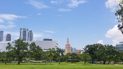 Museum Park (Helenɑ) Tags: freedomtower miami florida biscayneboulevard americanairlinesarena downtown biscaynebay city park building tree sky architecture grass tower