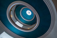 A bit like E.L.O. (Elbmaedchen) Tags: staircase stairs stairwell treppenhaus stufen steps escaliers escaleras architektur architecture interior aarhus danisharchitecture postoffice danmark dänemark denmark roundandround spirale spiral kuppel