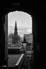 Roofs of Edinburgh (MF[FR]) Tags: 2016 ecosse edimbourg edinburgh scotland roofs toits noir et blanc black white samsung nx1 ciel sky