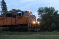 UP at Dawn (view2share) Tags: unionpacific up newrichmond wisconsin wi cn canadiannational deansauvola emd electromotivedivision engine sd70m wings stcroixcounty westernwisconsin track trains transportation train tracks transport trackage trees freight freighttrain siding sidetrack summer august72018 august2018 august 2018 517 l517 cn517 cnl517 westbound motion locomotive up4012