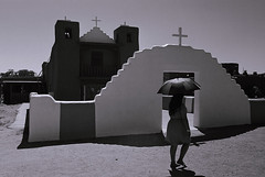 Shade (bingley0522) Tags: leicaiiic leicasummaron35mmf35ltm xp2 taospueblo taos newmexico pueblo church hotday autaut