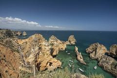 Jagged coast (Sizun Eye) Tags: algarve portugal coast coastline cliffs sea ocean atlantic boats tourists stairs