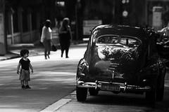 1692 2 (*Ολύμπιος*) Tags: sãopaulo street streetlife streetphotography streetphoto sunday domenica domingo diaadia daybyday donna downtown gente girl garota giovanni garotas girls people persone persons pessoas foto fotoderua femme woman women walk walking city cidade città ciudad cittè centro ciutat avenidapaulista avpaulista pb pretoebranco bw bn biancoenero blackandwhite noiretblanc