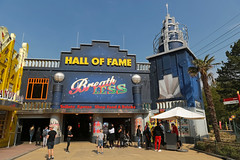 Hall of Fame - Walibi Holland (Netherlands) (Meteorry) Tags: europe nederland netherlands holland paysbas flevoland biddinghuizen walibi walibiholland walibiflevo themepark park parc parcdattractions fun mainstreet entrée festivalization facades façades buildings candyandcream halloffame xpress breathless people april 2018 meteorry