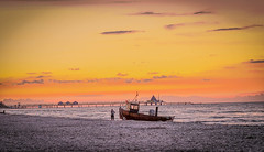 Sonnenuntergang auf Usedom.... (matthias-fotografien) Tags: sonnenuntergang sunset ostsee baltic sea usedom seebrücke heringsdorf fischerboot